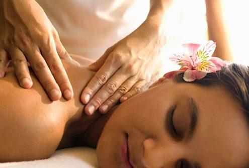 massage-therapist-500